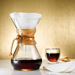 Kaffeebereiter und Kannen